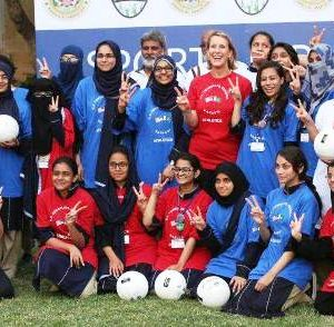 US_Consul_General_hosts_volleyball_clinic_2016-17 (9)